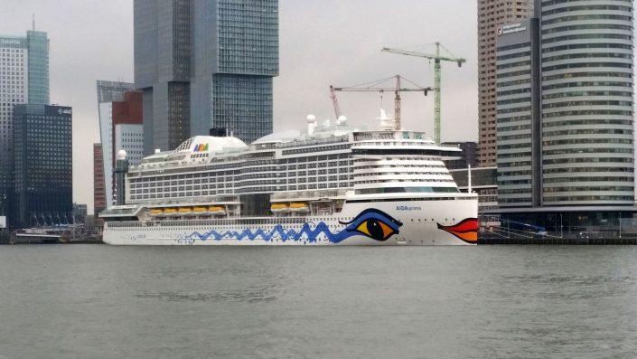 Aidaprima im Hafen